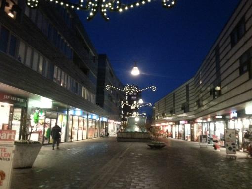 Feestverlichting in winkelcentrum Stadshagen