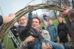 Schoolkinderen bouwen 'Wilgenburcht' Park De Stadshoeve (foto's)