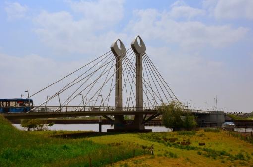 Twistvlietbrug krijgt nieuw asfalt