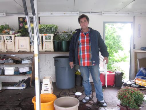 Bloemenverkoper radeloos over verplaatsing bloemenstal