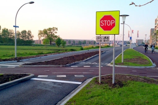 Stopborden geplaatst bij fietsoversteek Twistvlietpad