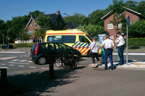 Snorfiets aangereden op fietsoversteek Frankhuizerallee