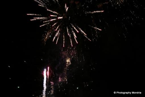 Vuurwerkshow met veel wind aan Milligerplas