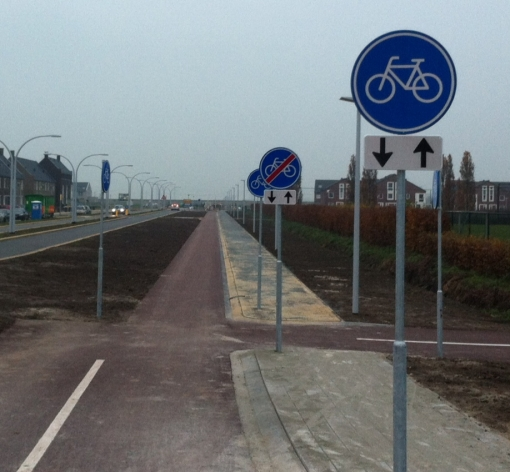 Begin fietspad. Of einde? Of nee, begin…