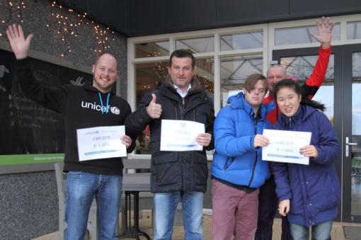 Stadshagenrun reikt cheques uit aan goede doelen