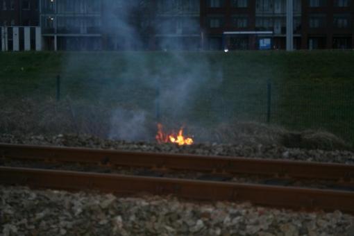 Korte buitenbrand langs spoor Stadshagen