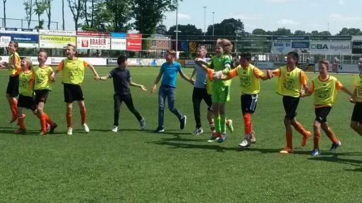 De Vlieger naar landelijke finale schoolvoetbal