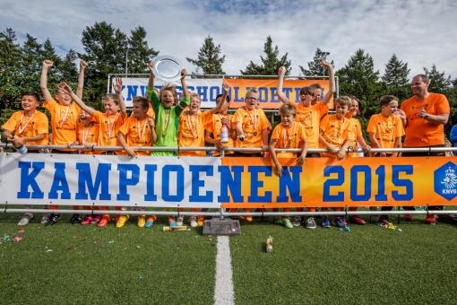 Jongensteam De Vlieger kampioen schoolvoetbal