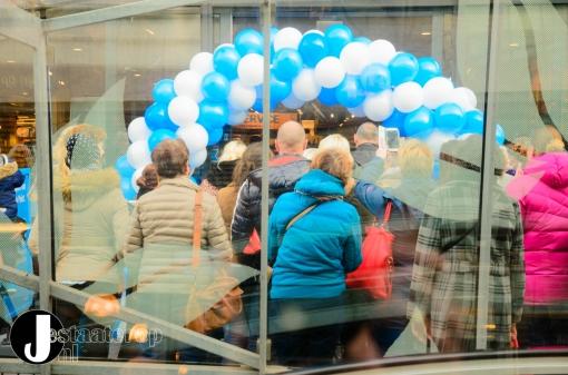 Vernieuwde Albert Heijn feestelijk geopend