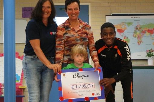 Sponsorloop De Krullevaar levert €1716 op voor Cliniclows