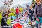 Kleedjesmarkt tijdens Koningsdag in Stadshagen