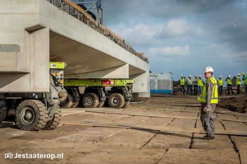 Tunneldek station Stadshagen op zijn plek (foto's)