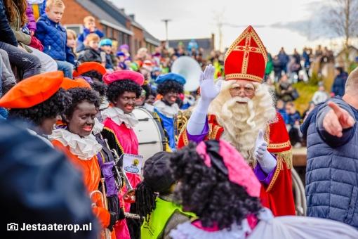 Intocht Sinterklaas op 23 november bij treinstation Stadshagen