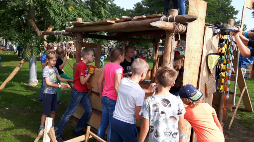 Huttendorp Stadshagen in volle gang (foto's)