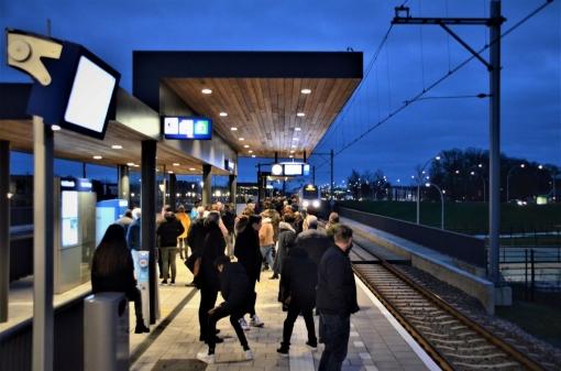 Drukte op station door Kerst in Oud Kampen