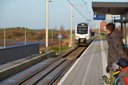 'Spoor' doet aangifte tegen spoorlopers met spandoek