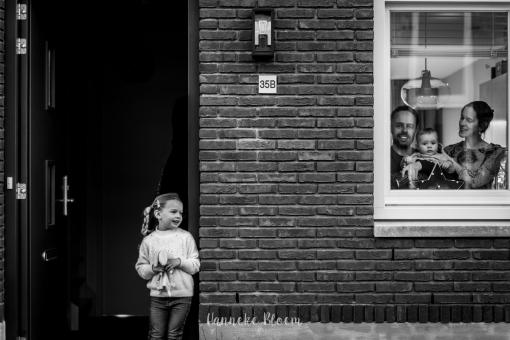 Fotograaf maakt thuisportretten in Stadshagen
