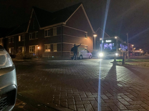 Bus raakt de weg kwijt in Stadshagen