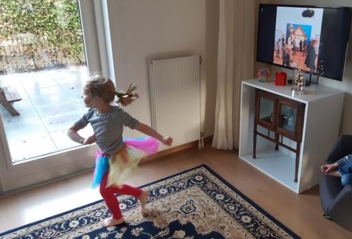 Leerlingen De Vlieger halen met flashmob op Radio 538 ruim €2800 op voor Voedselbank
