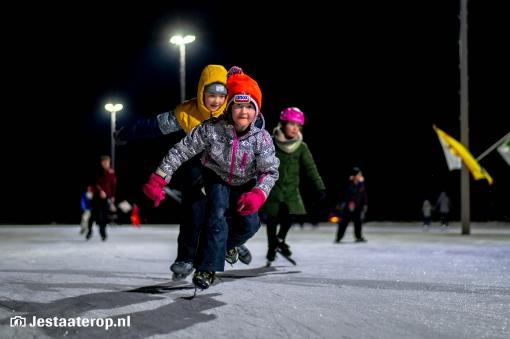 De laatste ronde op de ijsbaan (fotoreportage)