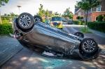 Auto op de kop na ongeval Buckhorstlaan