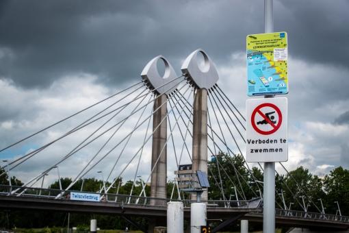 Hoge boete voor zwemmen bij de Twistvlietbrug