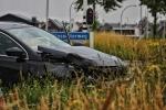 Auto zwaar beschadigd op kruising Hasselterweg