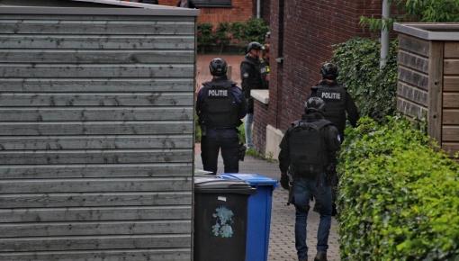 Politiemacht op de been in Vestingstraat