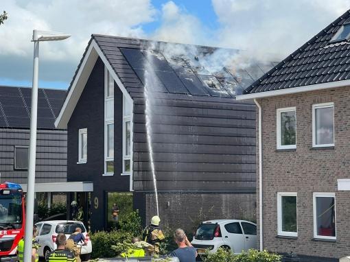 Zonnepanelen op woning Garthoffstraat vatten vlam