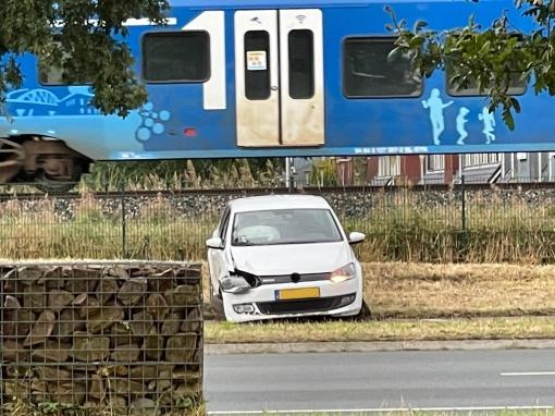 Auto raakt van de Hasselterweg