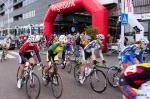 Startschot wielerkoers in winkelcentrum Stadshagen