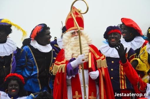 Sinterklaas groots onthaald in Stadshagen (foto's)