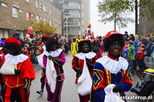 Gewoon Zwarte Piet bij intocht Sint in Stadshagen