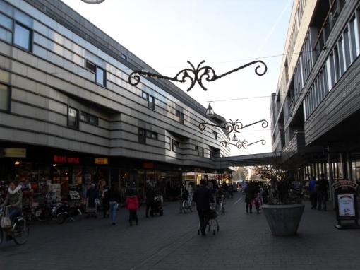 Politie grijpt in bij wangedrag jongeren winkelcentrum